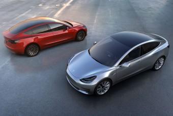 Úgy várják a Tesla 3-at a vevők, ahogy a szociban vártuk a Zsigulikat