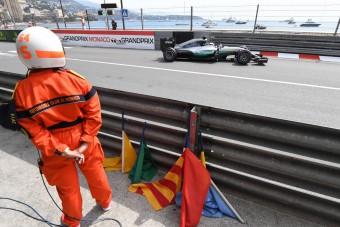 Az F1-vezér is kidobná a kék zászlókat