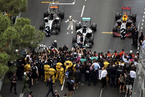 F1: A Red Bull eldobta, Hamilton megnyerte