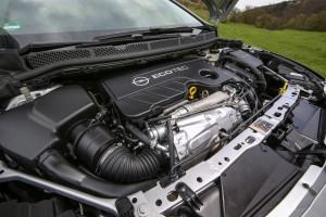 Az Opel nagyon belehúz Szentgotthárdon