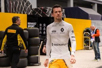 F1: A Renault egyelőre nem cserél pilótát