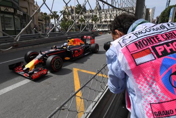 F1: Ricciardo erőből verte le a Mercedest