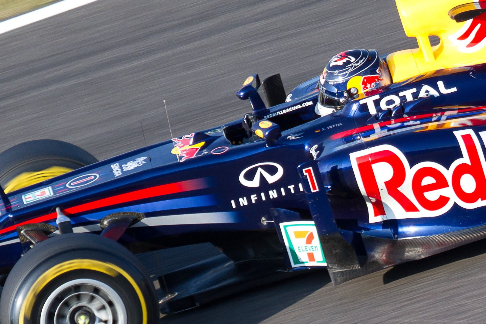 Sebastian_Vettel_2011_Japan_Race