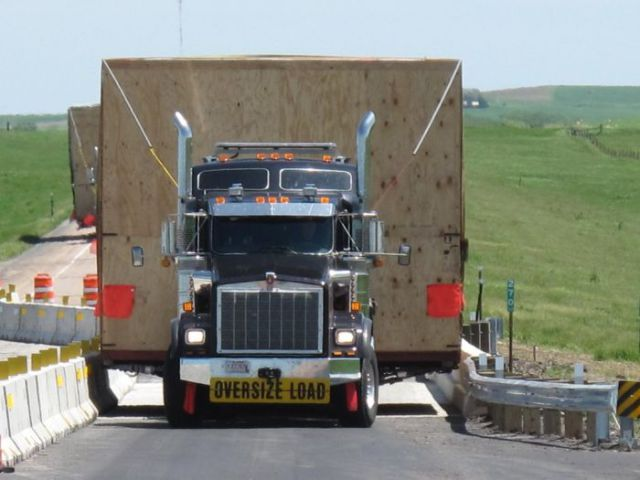 supersized_truck_loads_640_30