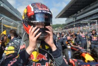 F1: A Red Bull-főnök bocsánatot kért Vetteltől