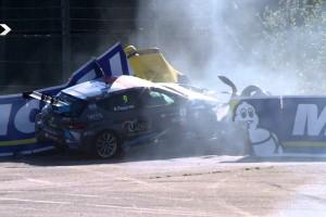 Súlyos balesetet úszott meg a magyar versenyző