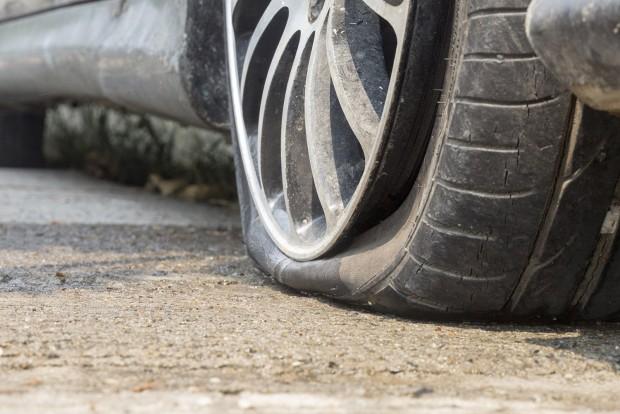 Biztosítás is köthető a felnire, de ha úthiba okozta a sérülést az útkezelőn is behajtható a javítás költsége