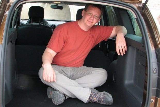 E sorok írója 2010-ben egy Duster csomagterében