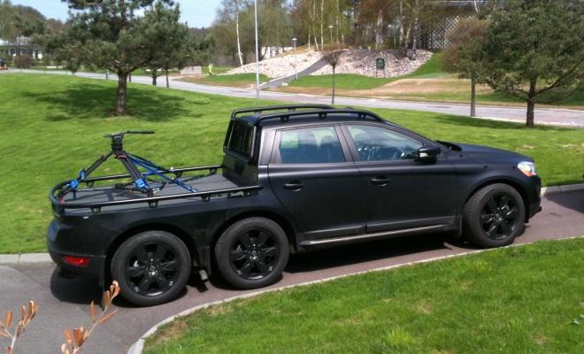 Tulajdonképpen nem klasszikus pickup, de annyira menő, hogy nem maradhatott ki ez a forgatásokhoz használt, hatkerekű Volvo XC70.