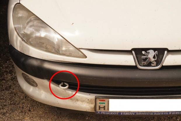 Nem elegáns, de egyértelmű a 206-os Peugeot megoldása