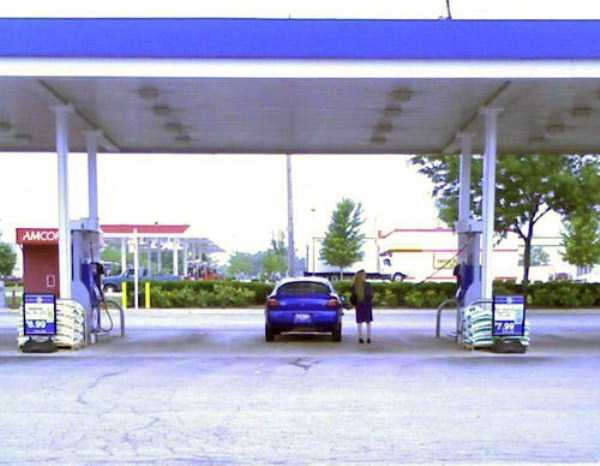 weird-people-at-gas-stations-10