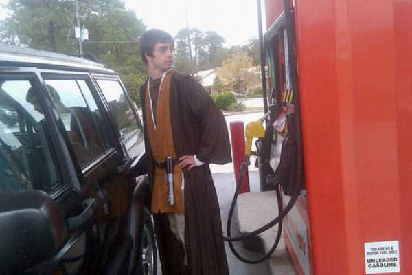 weird-people-at-gas-stations-12