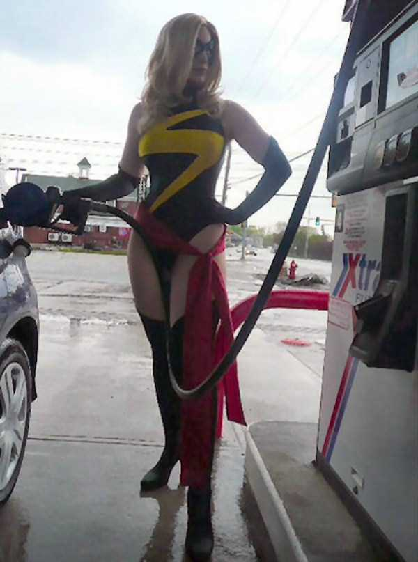 weird-people-at-gas-stations-13
