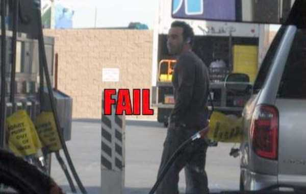weird-people-at-gas-stations-15