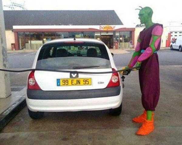 weird-people-at-gas-stations-3