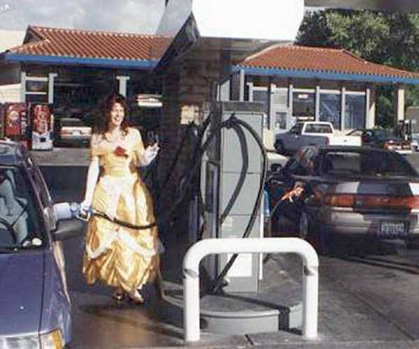 weird-people-at-gas-stations-6
