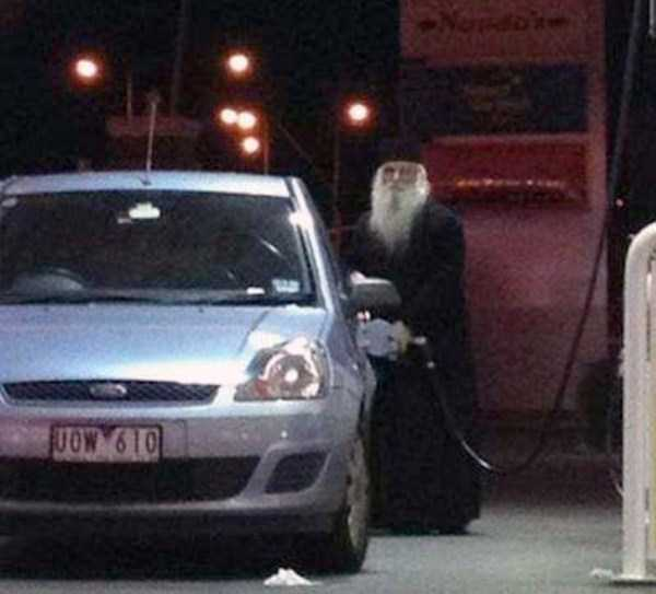 weird-people-at-gas-stations-8