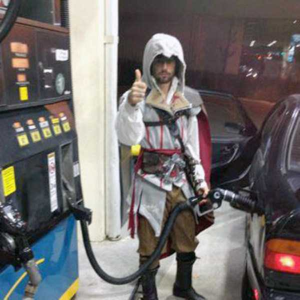 weird-people-at-gas-stations-9