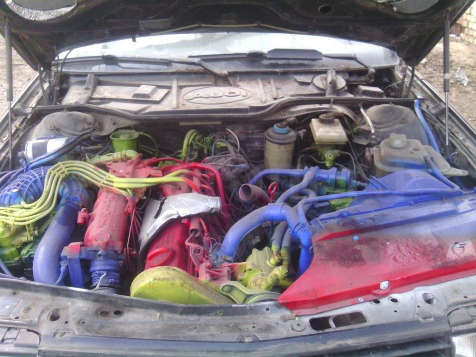 Ha ilyen egy színes egyéniség motortere, inkább maradok átlagos fazon.