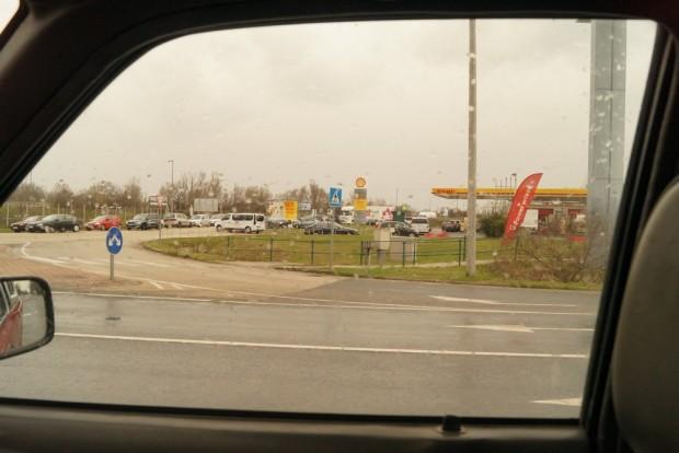 Spontán P+R parkoló keletkezett Vecsés határában pár éve