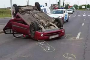 Tetőre vágtak egy autót Miskolcon, de hogy!? - Videó
