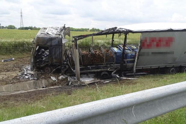 Kamion és munkagép ütközött össze Lajosmizse határában az M5-ösö