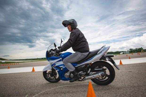 Inazuma, kéthengeres, négyszelepes, nagy, nehéz és gyenge - az egyetlen Suzuki motor, amit jó szívvel valójában senkinek nem ajánlanék