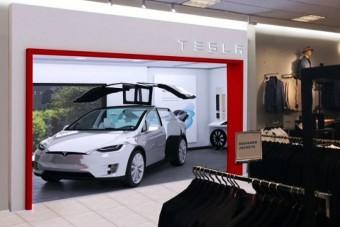 Ruhaboltban fognak autót árulni