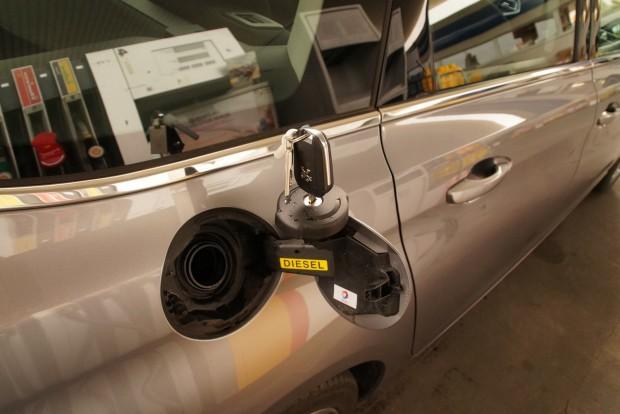 A Peugeot nem hajlandó feladni a kulcsos tanksapkát