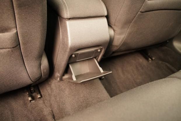 Szellőző nincs, USB nincs, hátsó ülésfűtés nincs