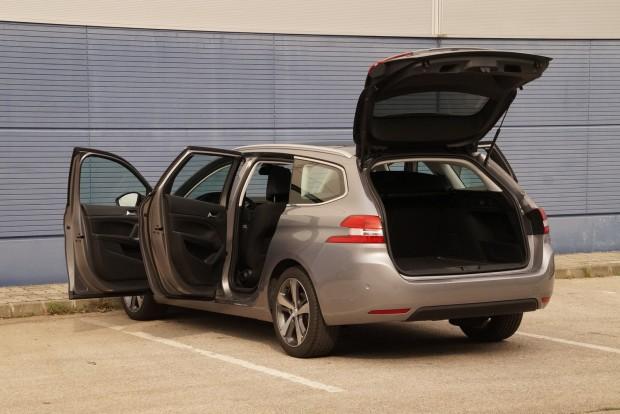 Tágas, kényelmes családi autó