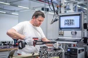 Durva béremelést követelnek a magyar Audinál