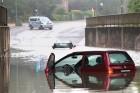 Vigyázz, átvernek a használt autóval áradás után!