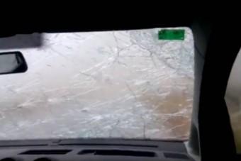 Ez a videó mutatja, milyen a valódi pokoli jégeső