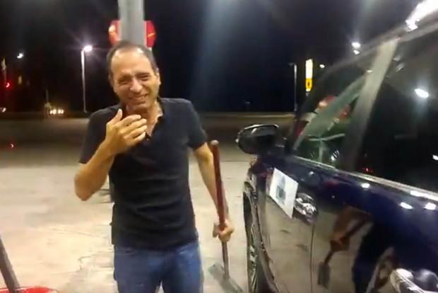 Rejtélyes bőgésen röhögtek egy benzinkúton