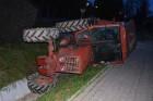 Túltolták a bulit Úrkúton, traktorral borultak árokba