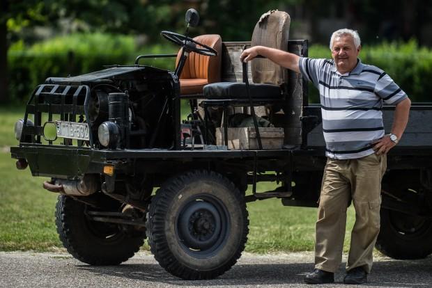 Kecel, 2016. június 11. Takács János áll egy Trabant motorral szerelt csettegõje mellett a VII. Keceli Meggyfesztiválon megrendezett csettegõk versenyén 2016. június 11-én. A Dél-Alföldön elterjedtek a csettegõk, amelyeket tréfásan mezõgazdasági kabriónak is neveznek. Ezek általában kiszuperált autók alkatrészeibõl egyedileg készített szállítójármûvek, amelyeket a gyümölcs- és szõlõtermelõk használnak a gazdaságukban. MTI Fotó: Ujvári Sándor