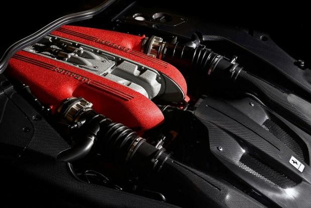 Az év motorja 4.0 liter fölött Titánok csatája: 6.3 V12 a Ferrari F12 tdf-ből, 5.2 V10 az Audi R8-ból, AMG 5.5 V8 a 63-as modellekből