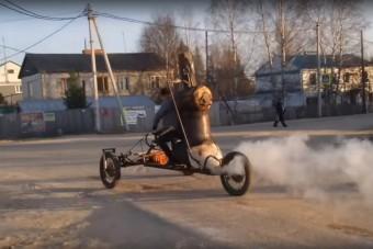 Ez az orosz jóember gőzhajtású triciklit eszkábált