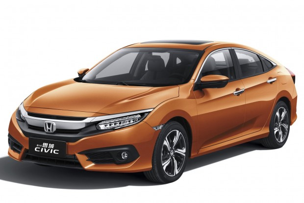 Legjobb kompakt szedán: Honda Civic A Civic az USA-ban is extravagáns, csak másképp: CR-V által ihletett orr, Type R fazonú lépcsős far