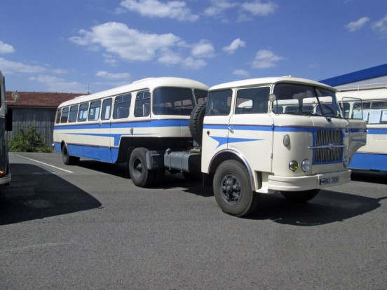 Skoda 706 RTTN buszos pótkocsival.
