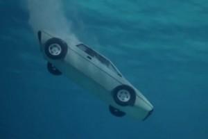 Ez történik a villanyautóval, ha vízbe hajtanak vele