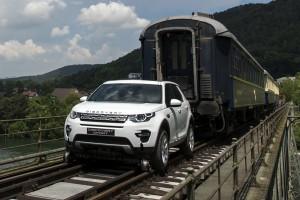 100 tonnát húzott el az önjáró Land Rover