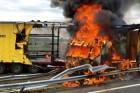 Így lángolt a kamion az M30-ason