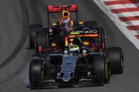 F1: El a kezekkel Ricciardótól, Pereztől!