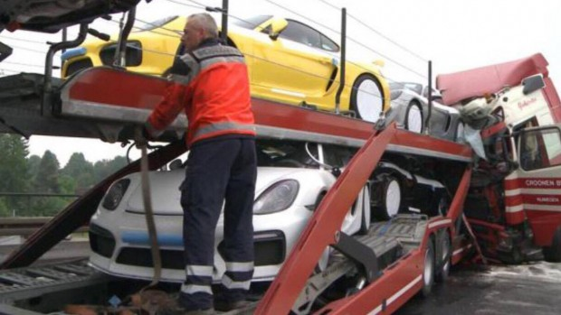porsche-cayman-gt4-truck-accident (2)