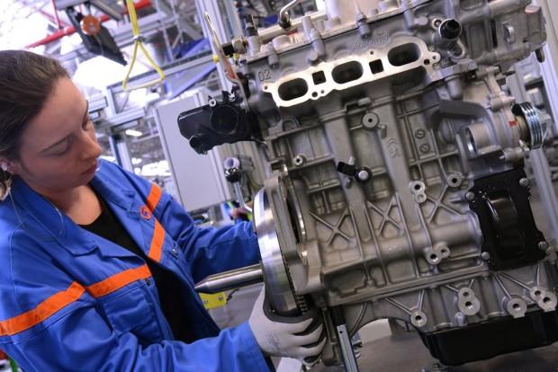 Az év motorja 1.0-1.4 liter között A PSA 1,2 literes háromhengeres turbója győzött, mögötte a Mini ONE azonos paraméterekkel bíró kismotorja és a VW 1.4 TSI sorakozott fel.