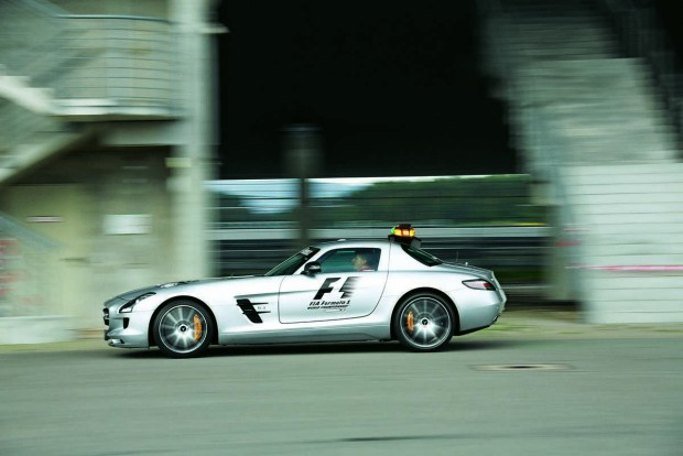 Az SLS még a könnyített SL-nél is kevesebbet nyom a mérlegen, V8-asa immár 571 lóerős