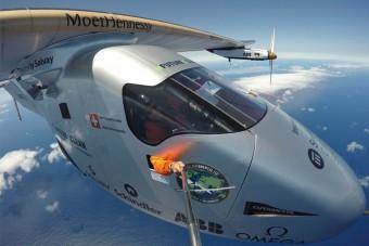 Átrepülte az Atlanti-óceánt a napelemes repülő