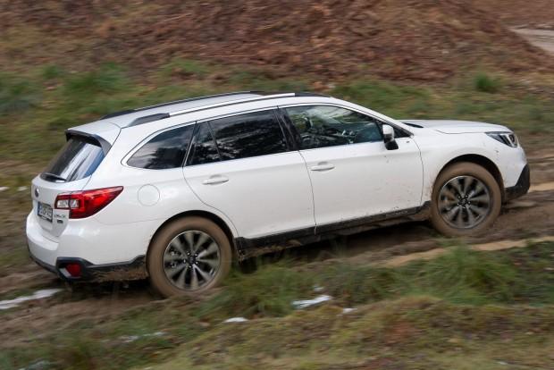 Legjobb kombi: Subaru Outback Európában talán a Skoda Superb nyert volna, odaát viszont az emelt hasú, boxermotoros egzotikumot szeretik leginkább a családok.